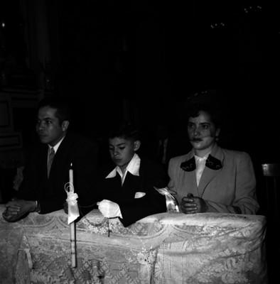Méndez Rostro, doctor con su esposa en la primera comunión de su hijo