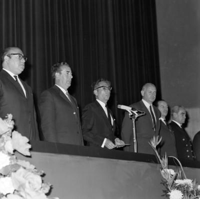 Gustavo Díaz Ordaz dirige discurso durante asamblea