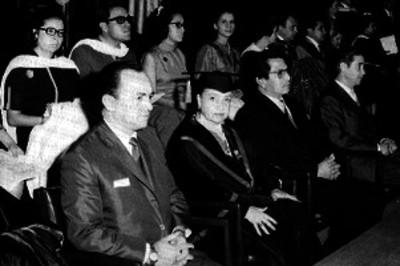 Estudiantes durante ceremonia de graduación