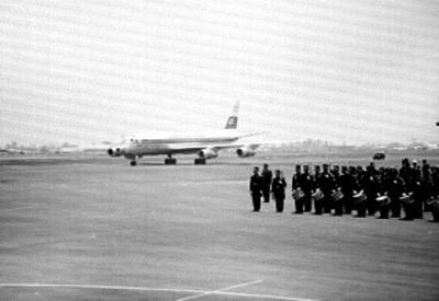 Avión de Japan Air Lines llega al aeropuerto Benito Juárez