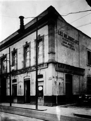 """""""Casa Avícola"""", ubicada en las calles """"Victoria y Callejón del Sapo"""", fachada"""