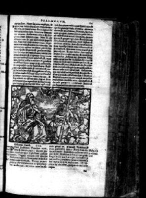 Litografía de hombres sentados mientras conversan, en página de Biblia Sacra