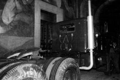 Autotransporte que trasladó la pieza arqueológica, Piedra del Sol, detalle