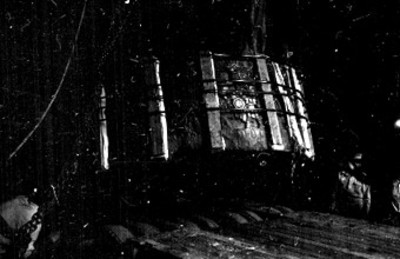 Colocación de la Piedra de Tizoc en plataforma de autotransporte para su traslado