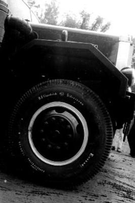 Detalle del vehículo que transporta la Piedra del Sol por la ciudad de México