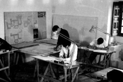 Estudiantes durante clase de arquitectura