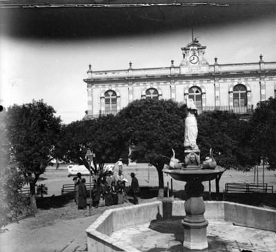 Fuente y presidencia Municipal de Calpulalpan