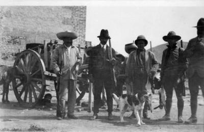 Cazadores en un rancho