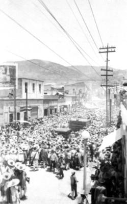 Mitin en la calle de Guerrero por la visita de Pascual Ortíz Rubio