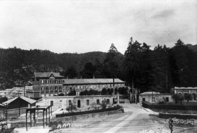 Vista de la planta de la Fábrica de San Rafael, Casino y Hotel al fondo