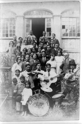 Orquesta Jazz Band y acompañantes, retrato de grupo