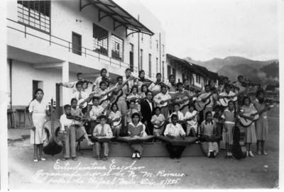 Estudiantina escolar organizada por el Sr. N.M. Romero