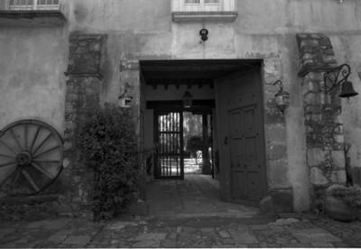 Puerta de entrada en una casa de Miraflores