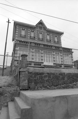 Edificio del antiguo Casino y Hotel de la Fábrica de San Rafael