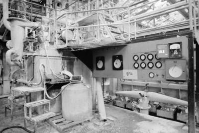 Maquinaria y controles electrónicos de la fábrica San Rafael