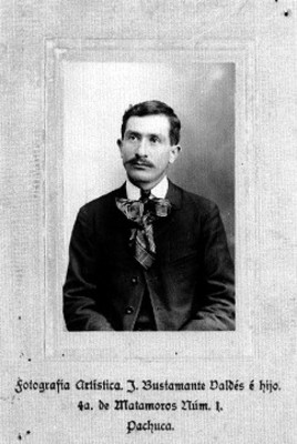Hombre sentado, retrato