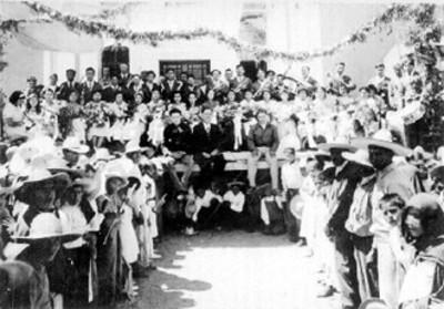 Gente reunida para festejo popular
