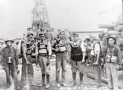 Mineros de la Mina El Bordo, retrato de grupo, reprografía