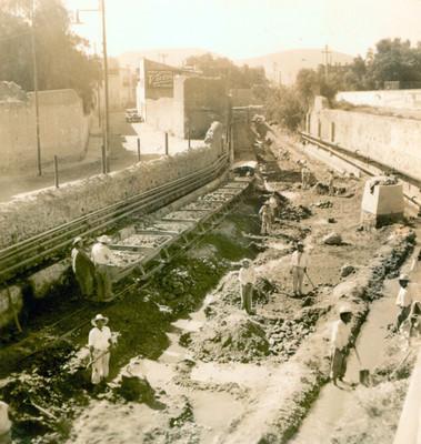 Trabajadores realizan zanjas en un tramo del Río de las Avenidas