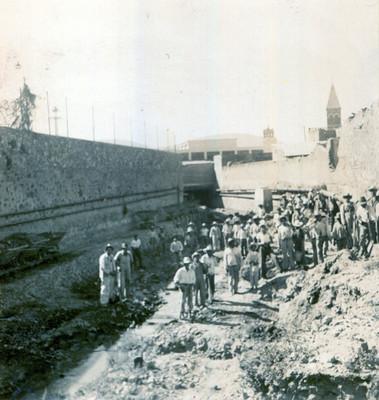 Trabajadores durante obras de desazolve en un tramo del Río de las Avenidas