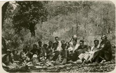 Personas en un día de campo, retrato de grupo