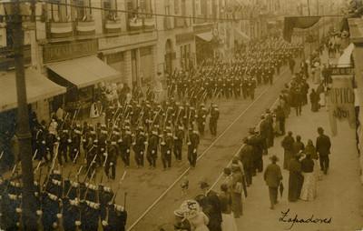 Desfile de Zapadores por la Avenida 16 de septiembre, tarjeta postal