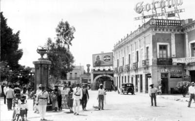 """Vista del """"Jardín y Botica Morelos"""" en la ciudad de Cuernavaca"""