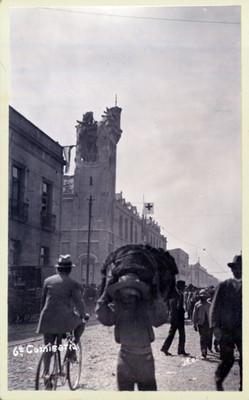 Vista del reloj de la Sexta Comisaría destruido por los combates de la Decena Trágica