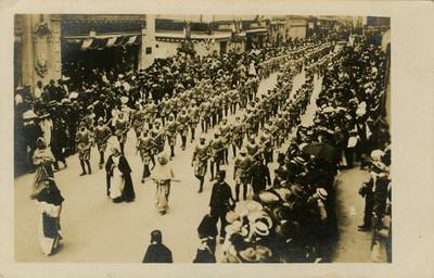 Escopeteros de a pie durante el desfile de las Fiestas del Centenario