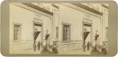 """Soldado a la entrada del """"cuartel de San Pedro"""""""