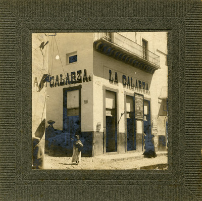 """Tienda """"La Galarza"""", exterior, vista lateral"""