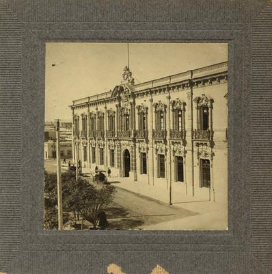 Palacio de gobierno de Chihuahua, exterior, vista lateral