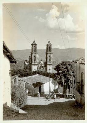 Taxco, vista del poblado de donde sobre sale la iglesia de Santa Prisca