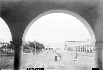 Plaza de Zapotlan y portales