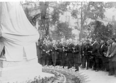 El Gral. Díaz inagura el monumento del Dr. Carmona y Valle...
