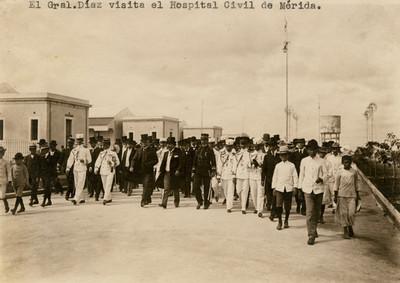 """""""El Gral. Díaz visita el Hospital Civil de Mérida"""""""