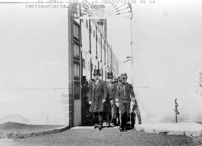 Porfirio Díaz y Manuel González Cosío recorren la penitenciaría