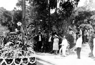 El presidente Álvaro Obregón en la feria de las flores en San Ángel