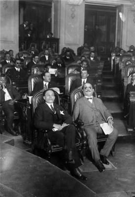 Álvaro Obregón presencia debate en la Cámara de diputados