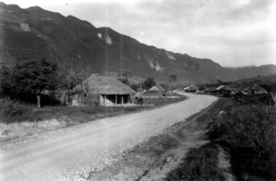 Conjunto de casas en el camino de Huichihuayán