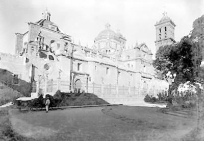 Vista lateral de la Catedral Metropolitana de Nuestra Señora de la Purísima Concepción