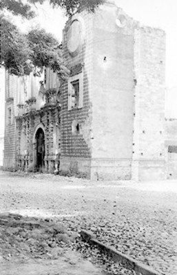 Vista lateral de iglesia