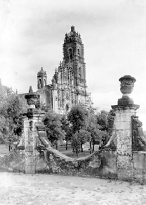 Vista de la torre de la Iglesia de Tepotzotlán