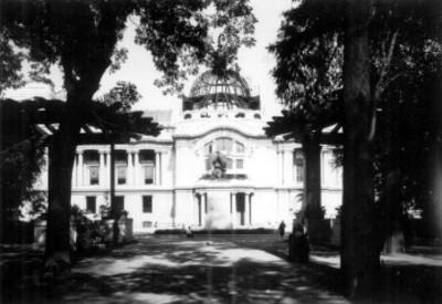 Teatro Nacional, fachada, vista desde la Alameda Central
