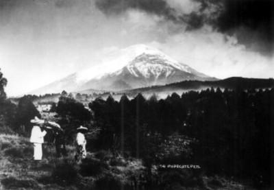 Campesinos frente al volcán Popocatépetl, paisaje