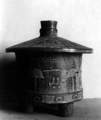 Vasija prehispánica exhibida en el Museo Nacional