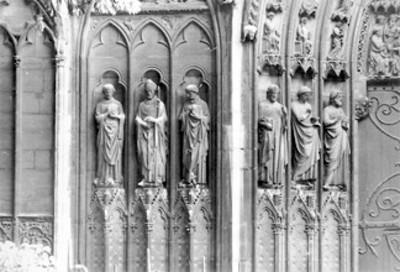 Esculturas de la portada de San Esteban