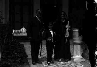 Miguel Necoechea, reportero acompañado de su esposa en la primera comunión de su hijo