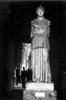 Escultura femenina griega