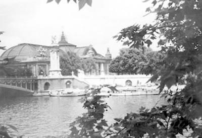 Construcción a orillas del río Sena